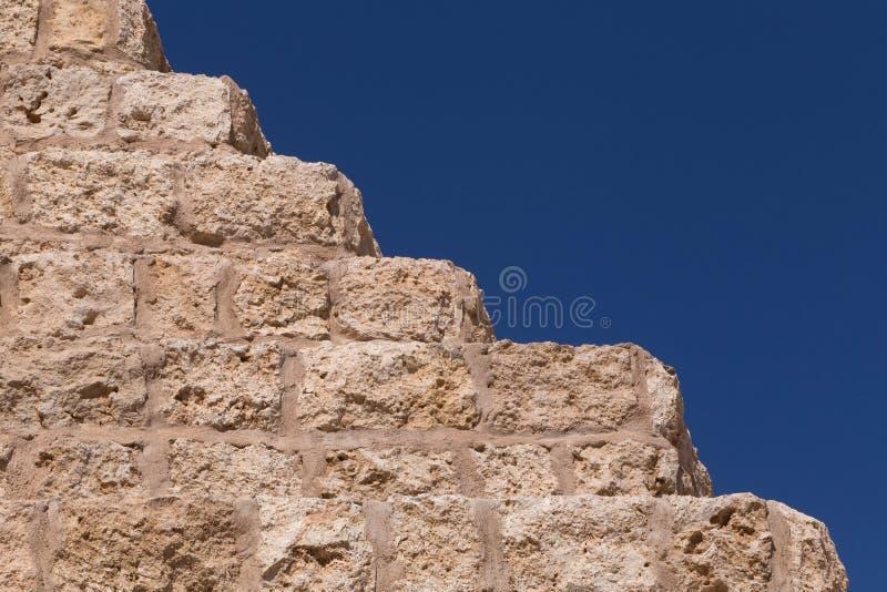 Mur en pierre avec des étapes images stock
