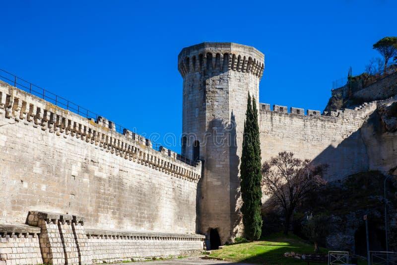 Mur en pierre construit médiéval de ville d'Avignon photographie stock libre de droits