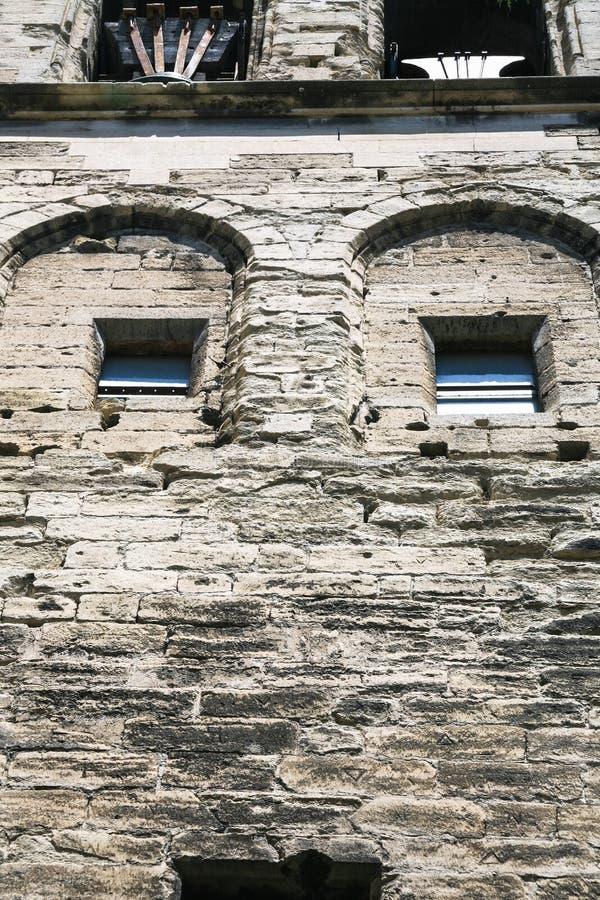 mur en pierre de palais médiéval dans la ville d'Avignon image libre de droits