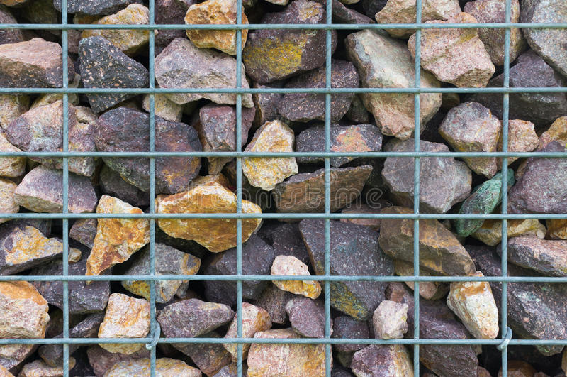 Mur en pierre et en acier de gril photo stock