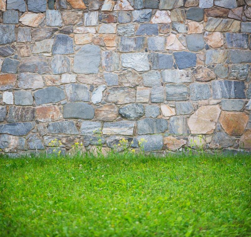 Download Mur En Pierre Et Herbe De Fond Image stock - Image du rétro, construction: 77160109
