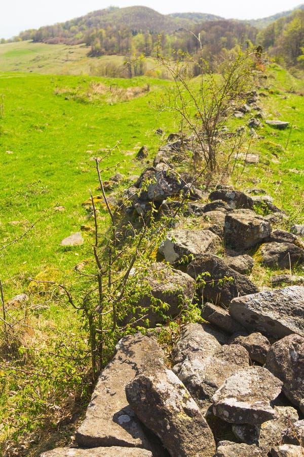 Mur en pierre ruiné images libres de droits