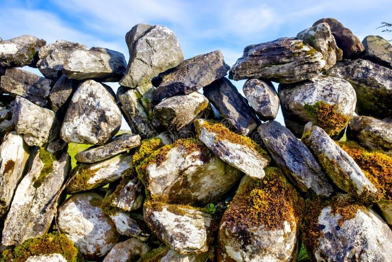 Mur en pierre sèche photographie stock libre de droits