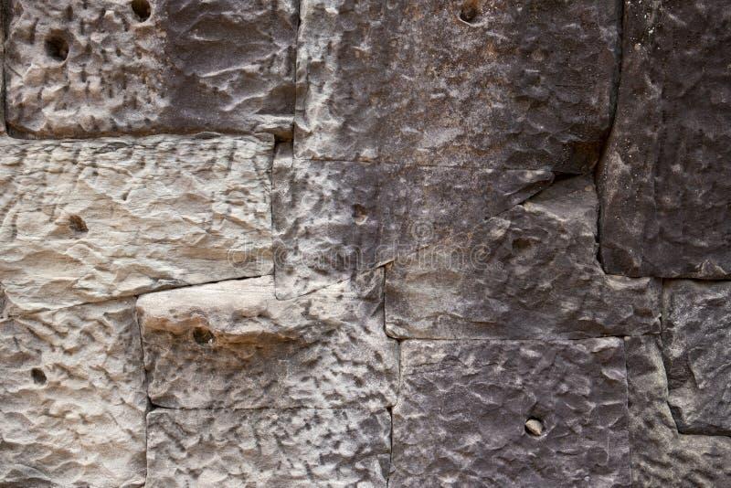 Mur en pierre solide Plan rapproché en pierre de gris Fond sale superficiel par les agents de photo de mur de briques Texture aff images libres de droits