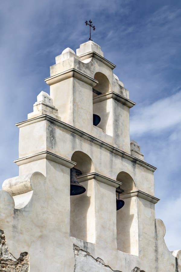 Mur espagnol de Bell de mission - San Antonio, le Texas images stock