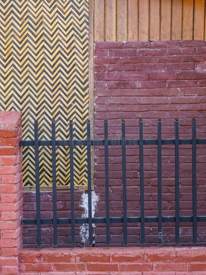 Mur et barrière photographie stock libre de droits