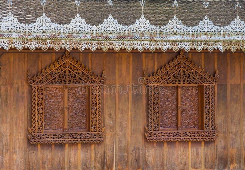 Mur et fenêtres en bois de Backgroundof image libre de droits