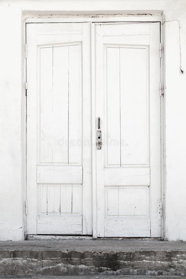 Mur Blanc Et Porte En Bois, Texture De Fond Photo stock - Image du avant, vieux: 94454380