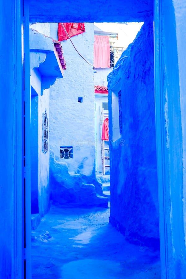 Mur et porte bleus, Chefchaouen photo stock