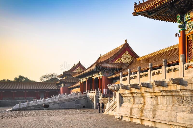 Mur et portes intérieurs au palais impérial dans Pékin photo stock