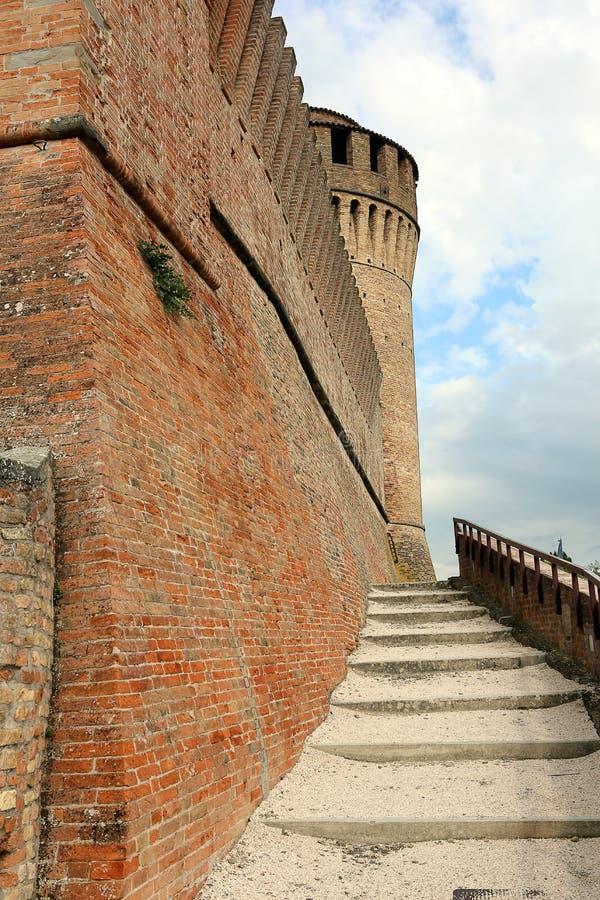Mur et tour défensifs de castel photos stock