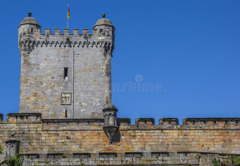 Mur et tour du château de Bentheim image stock