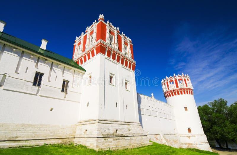Mur et tours de couvent de Novodevichy photo libre de droits