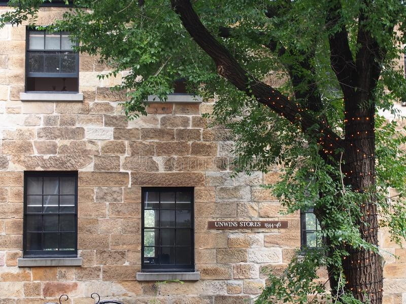 Mur extérieur du vieux bâtiment dans les roches, Sydney Australia image stock