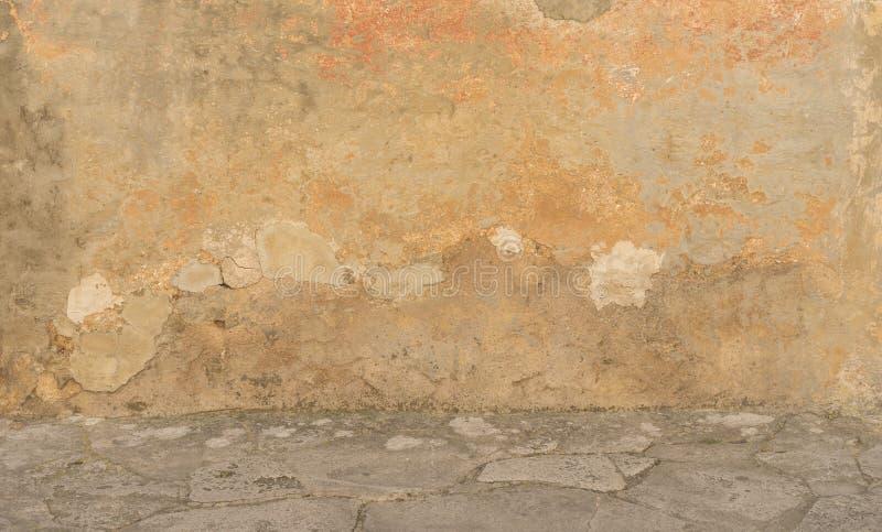 Mur externe de délabrement image stock