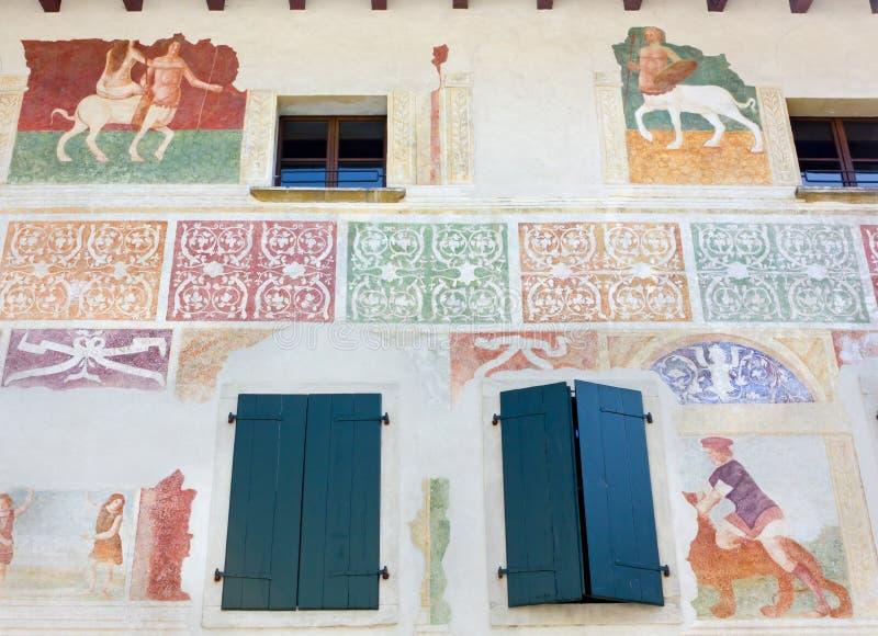 Mur Frescoed sur le bâtiment historique dans Spilimbergo photos libres de droits