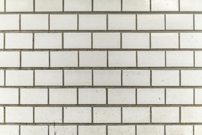 mur gris blanc sale et grenu de ville de tuile photo libre de droits