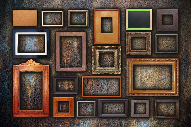 Mur grunge complètement de vieux cadres photographie stock