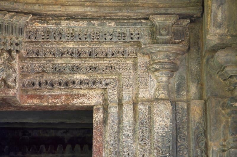 Mur intérieur découpé du temple de Doddabasappa, Dambal, près de Gadag, Karnataka images libres de droits