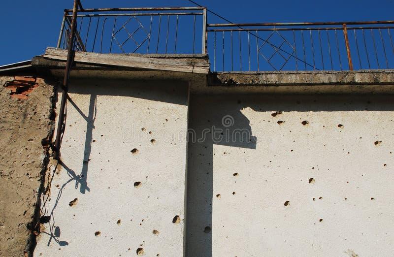 Mur marqué de balle à Mostar photos stock