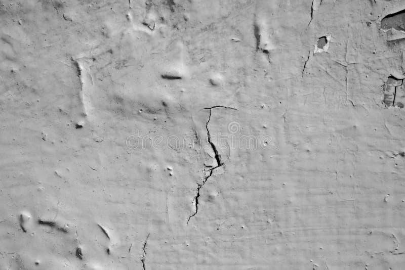 Mur noir et blanc avec le plâtre en fissures photographie stock