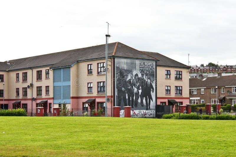 Mur-peintures commémoratives ensanglantées de dimanche à Londonderry, Ulster, Irlande du Nord image stock