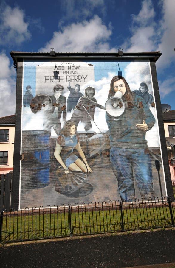 Mur-peintures ensanglantées de dimanche à Londonderry image libre de droits