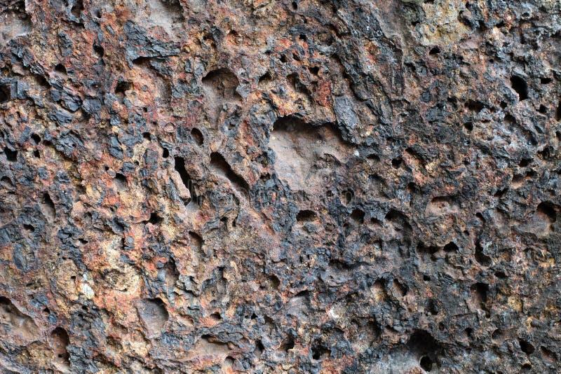 Mur poreux de roche volcanique, vieux fond en pierre images libres de droits