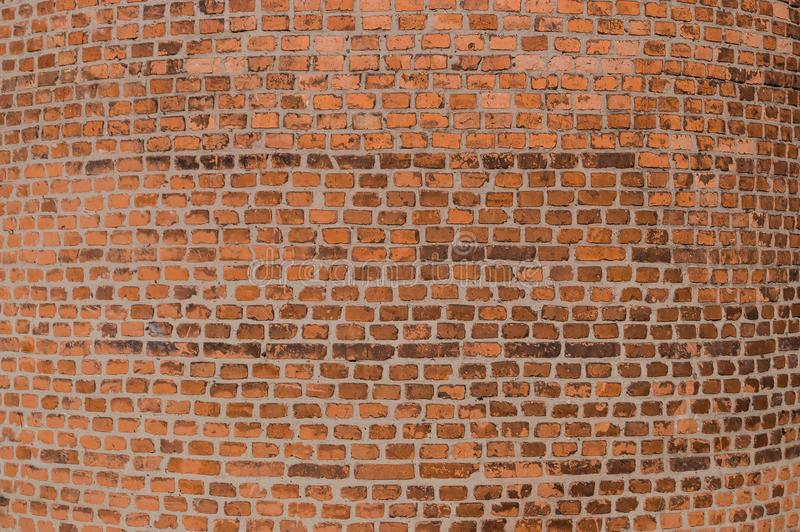 Mur rond de brique Fond La base de la cheminée industrielle d'usine images stock