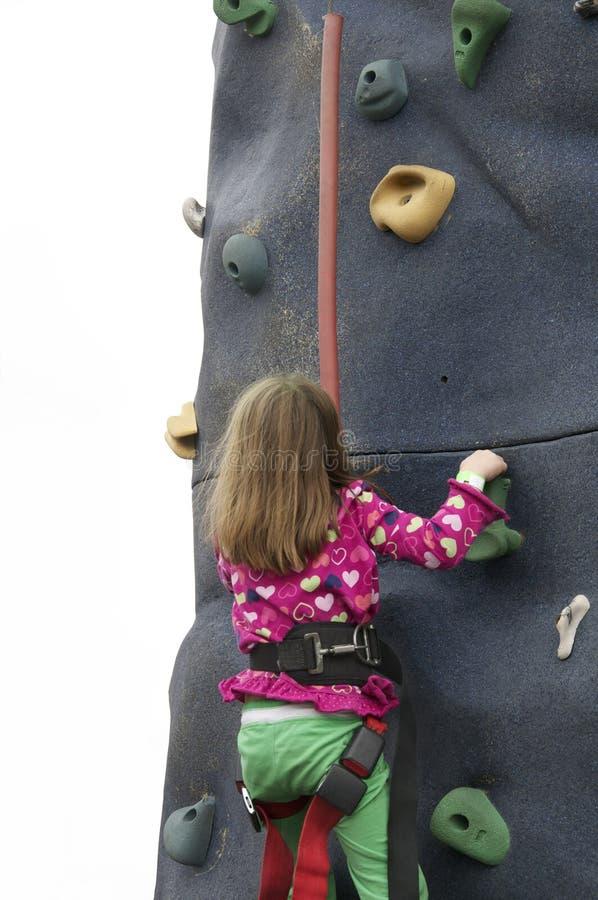 Mur s'élevant de roche de petite fille à l'événement de festival image stock