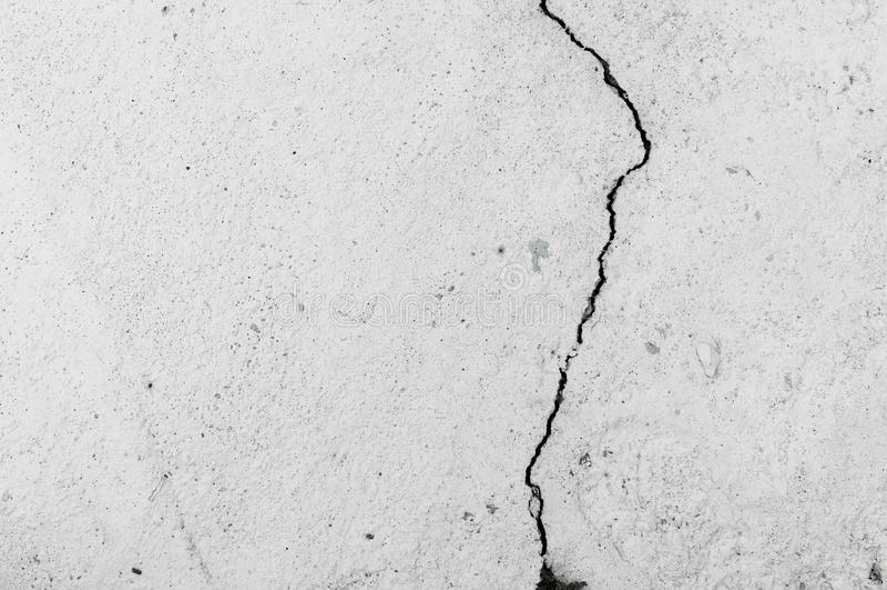 Mur sale avec la grande texture de plancher de ciment de fente image libre de droits