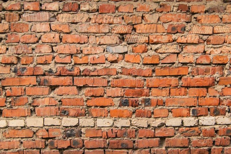 Mur texturisé et expressif des briques rouges photo stock
