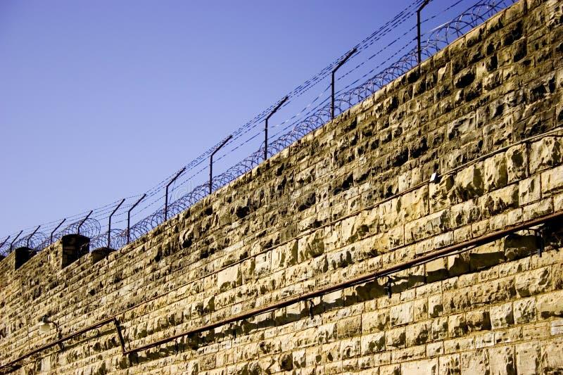 Download Mur więzienia zdjęcie stock. Obraz złożonej z barbet, skazujący - 40478
