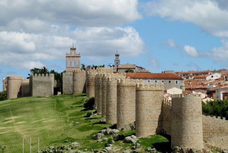 Mura di cinta del castello di Avila, Spagna fotografie stock libere da diritti