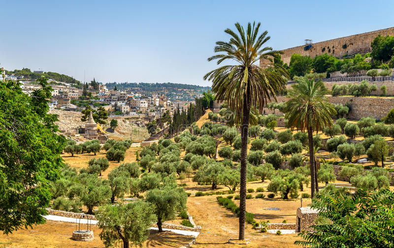 Mura di cinta di Gerusalemme sopra il Kidron Valley fotografia stock