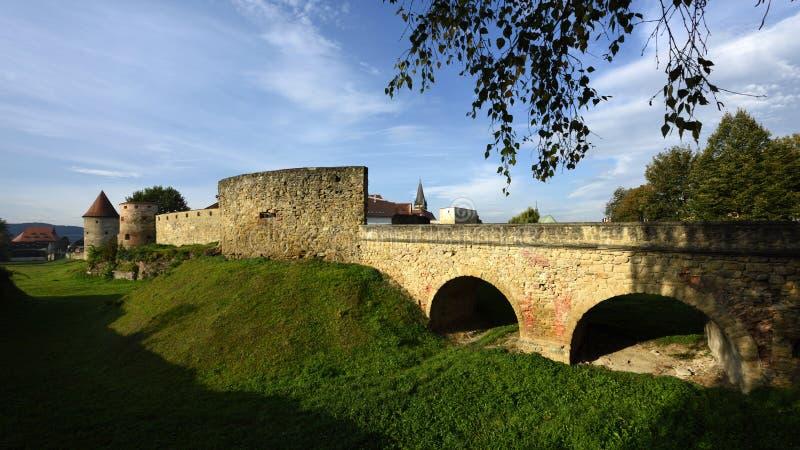 Mura di cinta & ponte, Bardejov, Unesco, Slovacchia fotografia stock