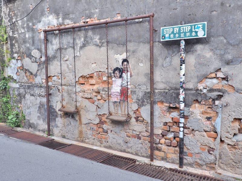 ` Mural Brother del título de la calle y hermana en un ` del oscilación imagen de archivo libre de regalías