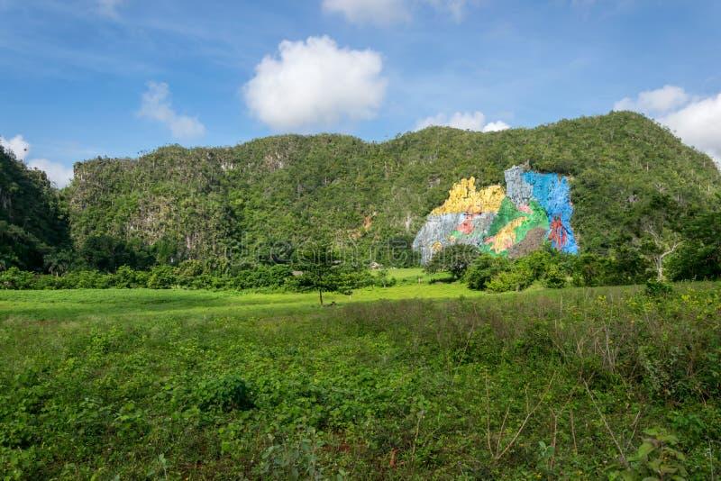 Mural de la Prehistoria en el valle de Vinales foto de archivo