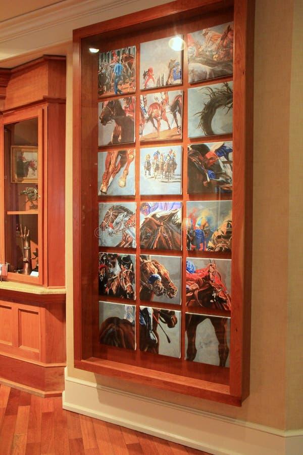 Mural hermoso con varias imágenes de la cría en el área de Saratoga, Holiday Inn, Broadway, Nueva York, 2016 del caballo foto de archivo