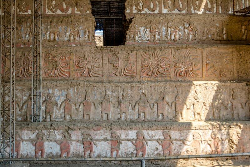 Mural principal en el sitio arqueológico de Luna del la de Huaca de - Trujillo, Perú fotografía de archivo libre de regalías