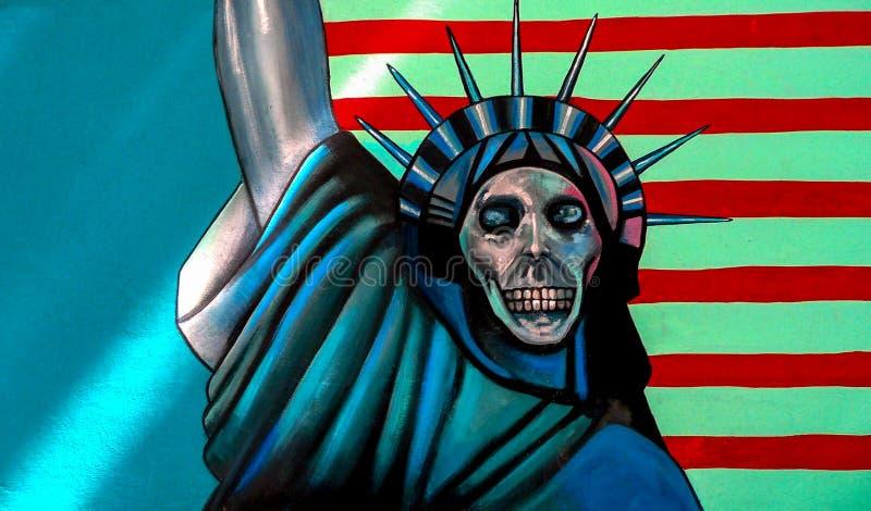 Murale antiamericano sopra sulla precedente parete dell'ambasciata di U fotografia stock