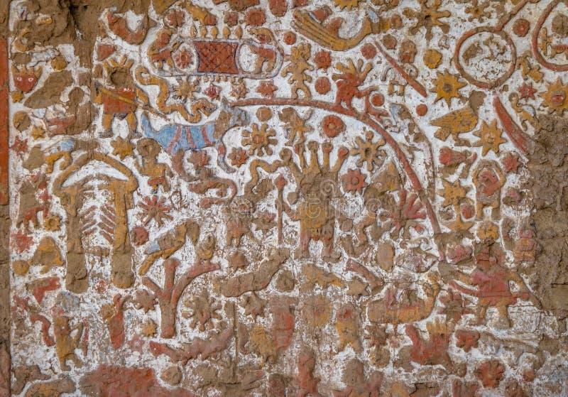 Murale antico al sito archeologico di Luna della La di Huaca de - Trujillo, Perù fotografia stock libera da diritti