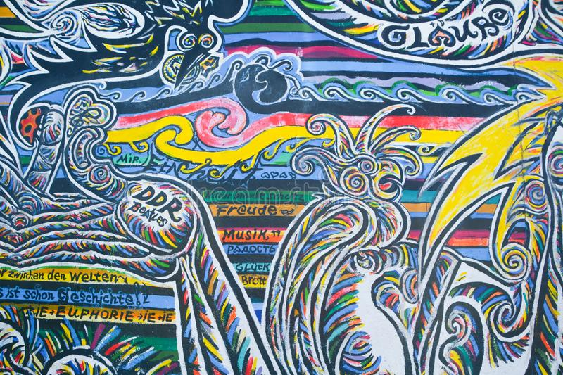 Murale di Berlin Wall East Side Gallery fotografia stock