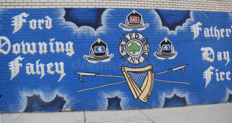 Murale in memoria dei pompieri caduti Harry Ford e Brian Fahey durante il fuoco di giorno di padri il 17 giugno 2001 fotografie stock libere da diritti