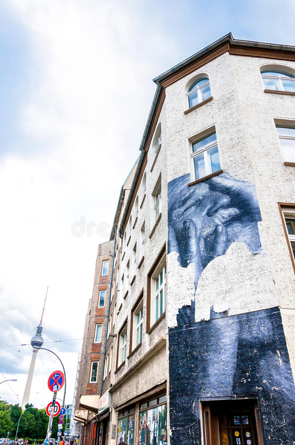 Murale su costruzione nel distretto di Mitte - Berlino immagini stock