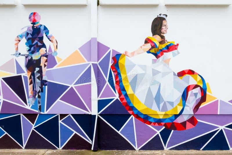 Murales de la Colombie Tunja représentant un cycliste et un danseur photos stock