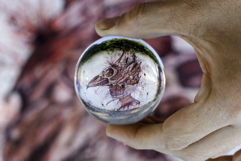 Murales mit Schablonengebrauch in Airola Italien in einem chrystal Ball lizenzfreies stockbild