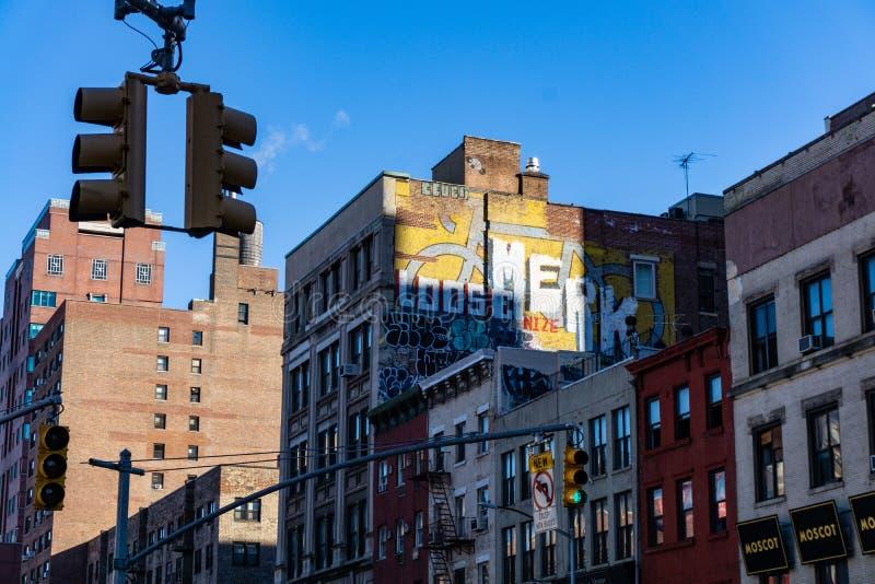 Murales sur des bâtiments de Manhattan à Manhattan image stock