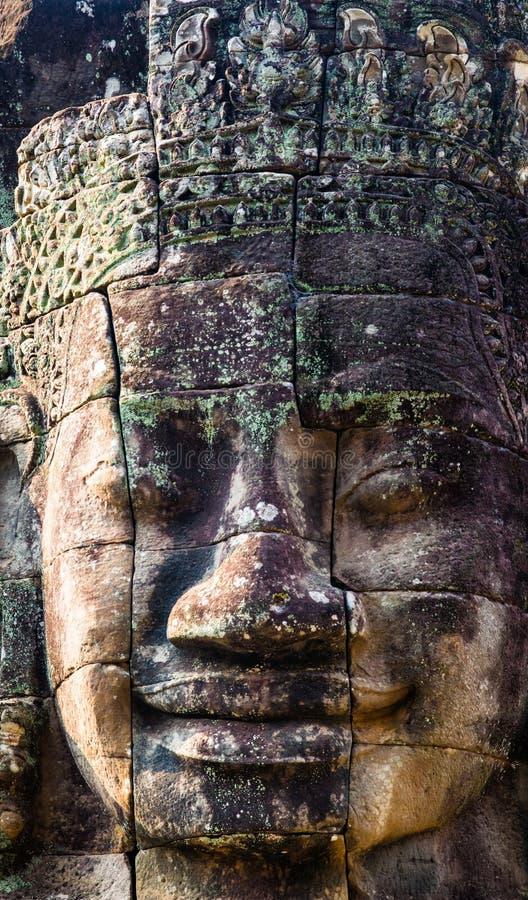 Murales y templo de piedra Angkor Thom de Bayon de la estatua Angkor Wat foto de archivo