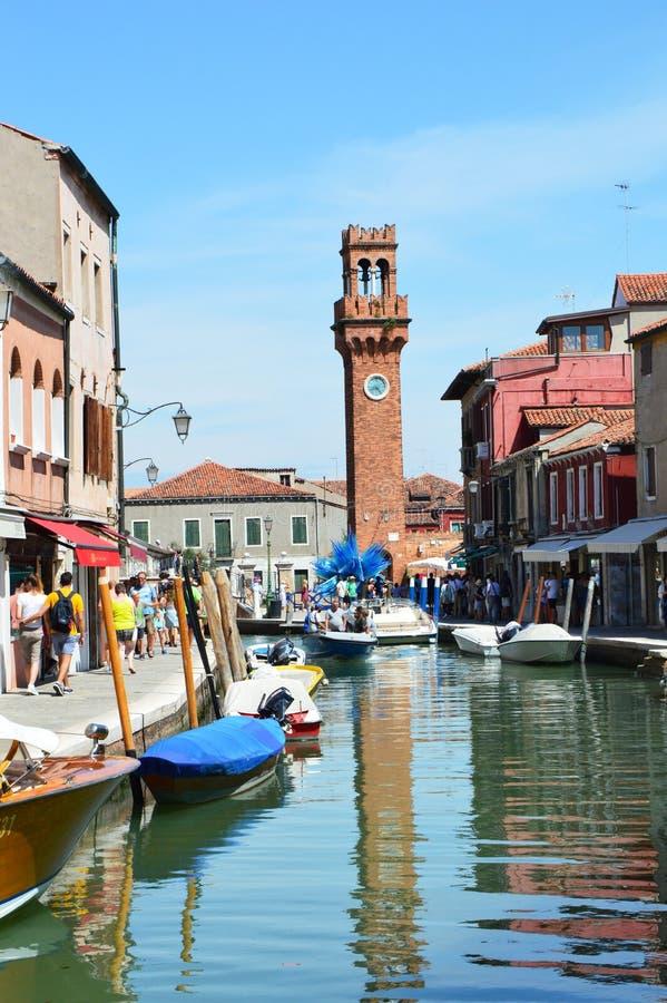 Murano夏天视图与钟楼在背景, Murano海岛,威尼斯,意大利的 库存照片